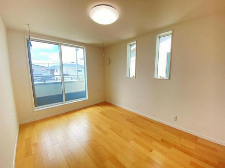 洋室 【洋室】洋室は2階に3部屋ございます。ご夫婦の寝室、子供部屋など様々な用途に合わせてお使いいただけます。