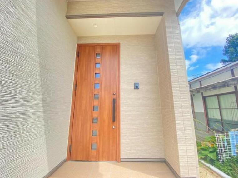 防犯設備 玄関ドアはピッキング対策に優れる2ロック式。家族を守るためのセキュリティ対策も安心です!