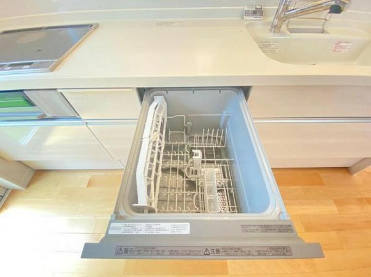 ボタンで簡単操作!家事の時短に便利な食器洗乾燥機を標準装備!