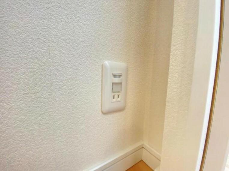 廊下の電気を毎度つけなくてもセンサーライトが足元を照らしてくれます。