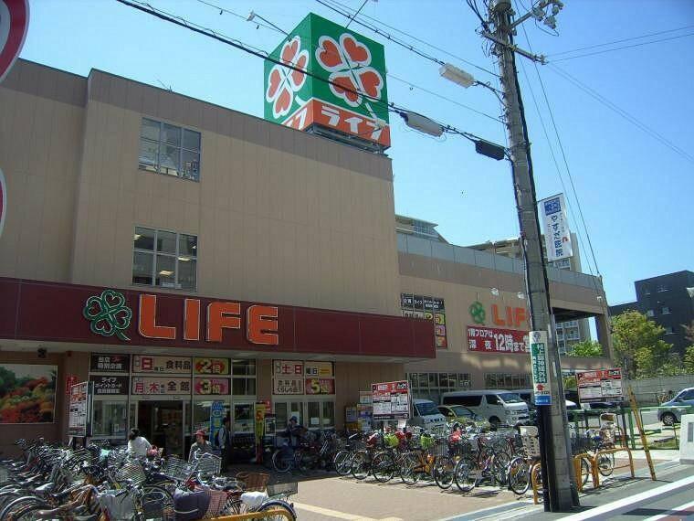 スーパー 現地より徒歩約5分のスーパーライフ西九条店。