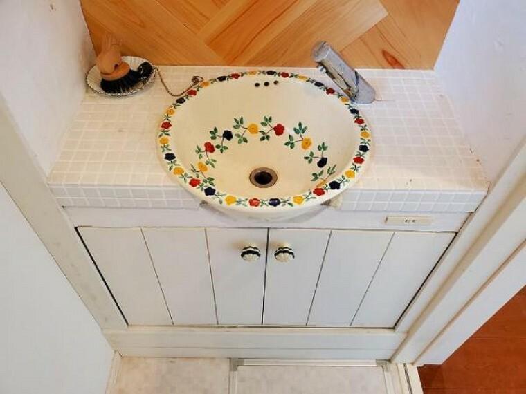 お花の絵が可愛い手洗い場