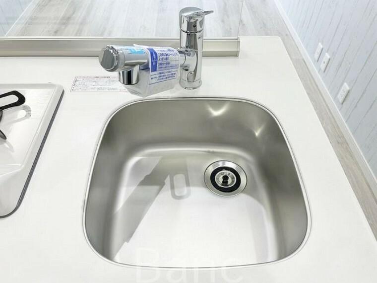 キッチン 浄水機能付きキッチン水栓。