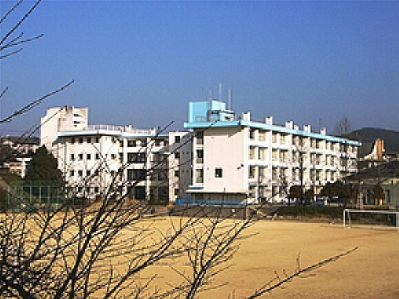 中学校 【中学校】多田中学校まで1912m