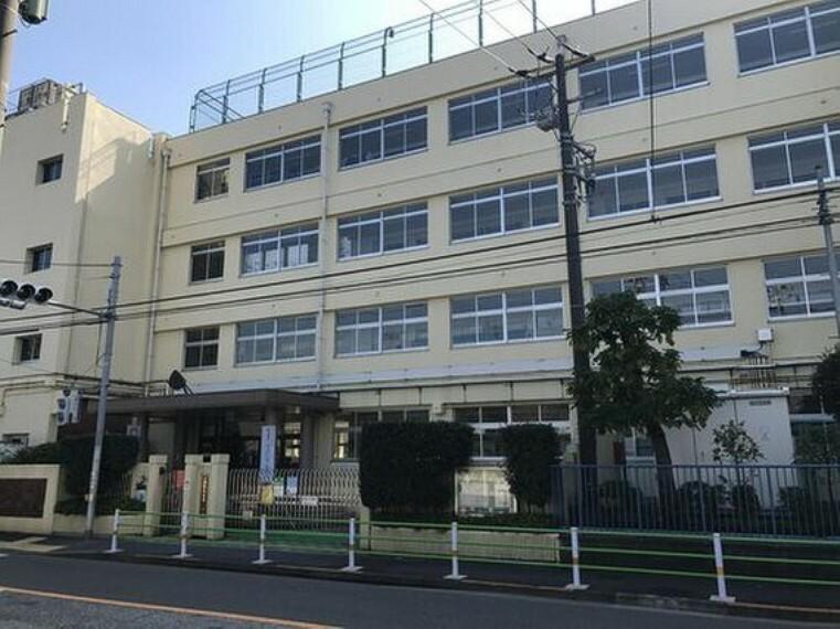 小学校 大田区立出雲小学校まで896m 学びあう、助けあう、高めあう。