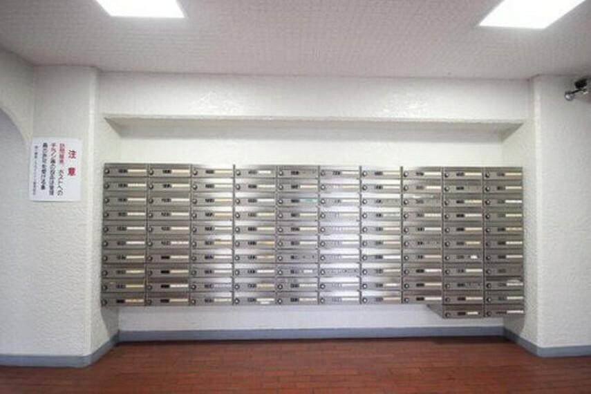 郵便受け 郵便ポストも、清潔感があります。