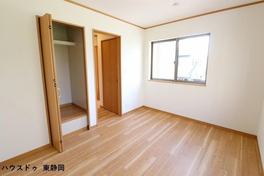 子供部屋 約6帖洋室