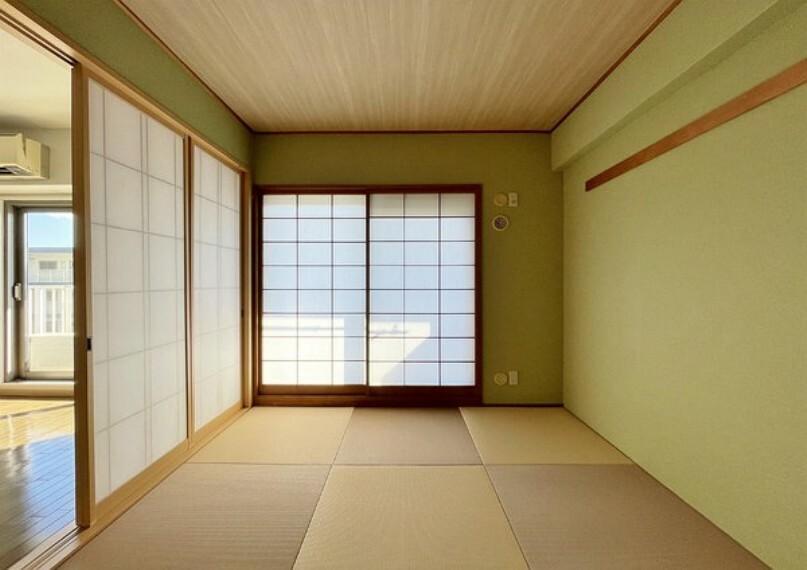 和室 リビングに隣接した和室は、洗濯物を畳んだり、客間にしたり、キッズスペースとして使ったりと色々な用途でお使いいただけます。