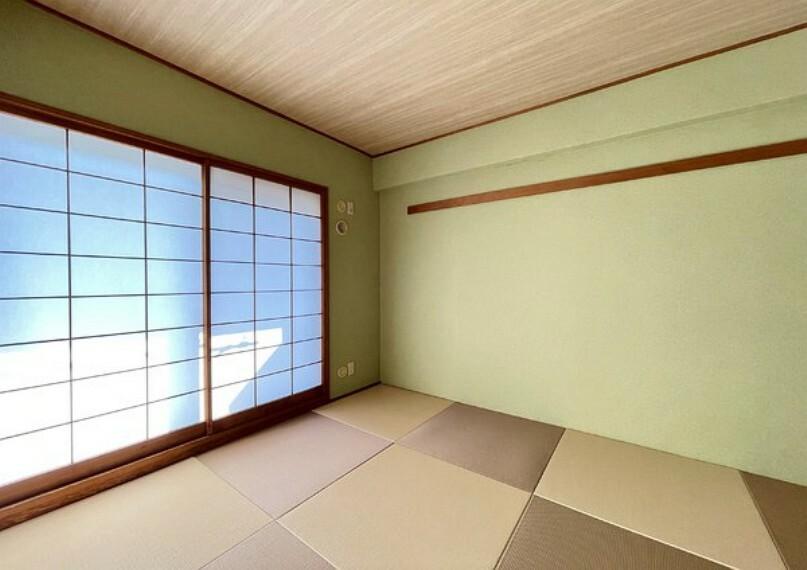 和室 リビングの横に和室がありますので、お子様のお昼寝や、お休みの日にゴロゴロするのに重宝しますね。