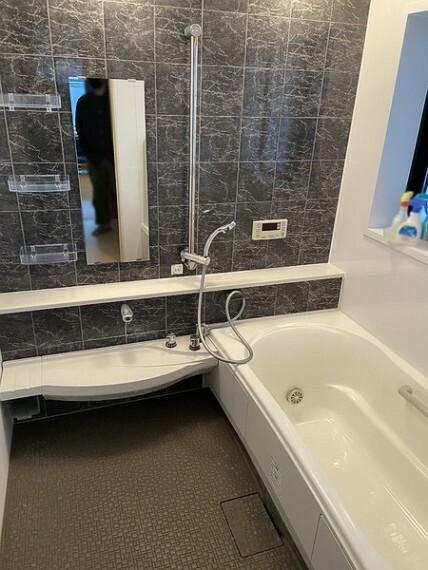 浴室 一日の疲れを癒すための心地よいバスタイム