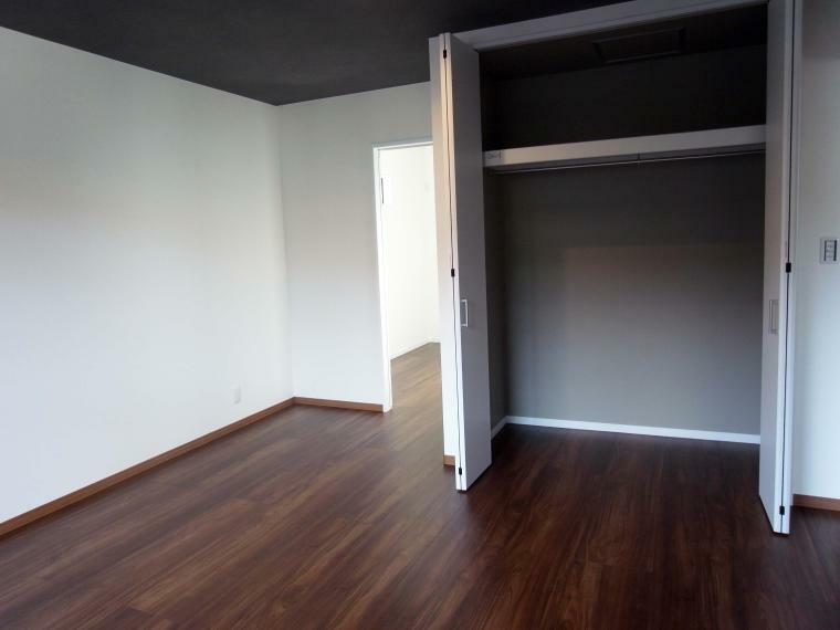 洋室 2階洋室9.3帖/テレワーク室(納戸) 室内(2021年10月)撮影