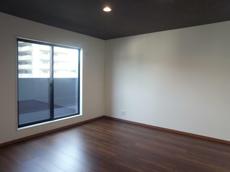 洋室 2階洋室9.3帖 室内(2021年10月)撮影