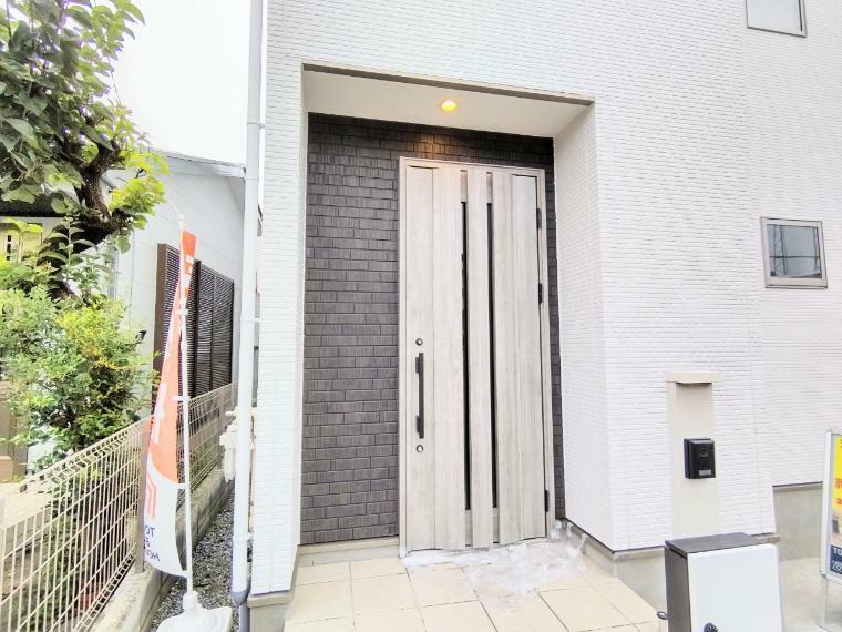 玄関 いらっしゃいませ!新居を構える事で必ずお客様は増えますし、ついつい招きたくもなるものですね