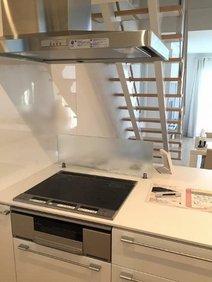 キッチン オール電化住宅のソーラーパネル設置で生活コスト削減