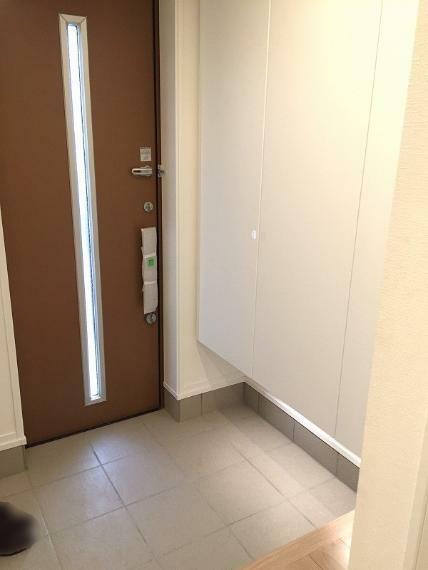 玄関 全館換気高性能フィルターが有害物質をカットして家中にきれいな空気を送ります