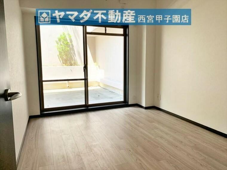 洋室 洋室6.3帖 北西側のテラスに出られるお部屋です。
