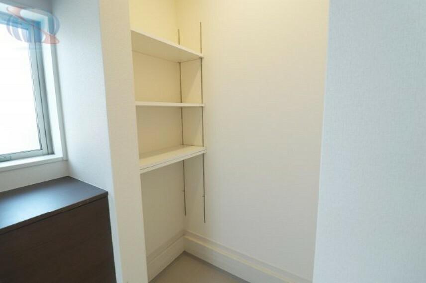 玄関 シューズボックス横に可動棚もあります!