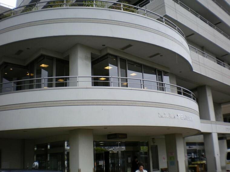 病院 汐田総合病院(●地域の総合病院として、かかりつけ医療機関としての役割を果たし、救急医療に24時間対応しています。また高齢者医療も充実。 総合病院としての専門性追求と地域連携で地域住民の健康を守ります●)