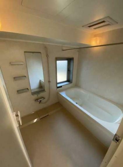 浴室 追炊機能・浴室換気乾燥機・窓付で通風性良好!