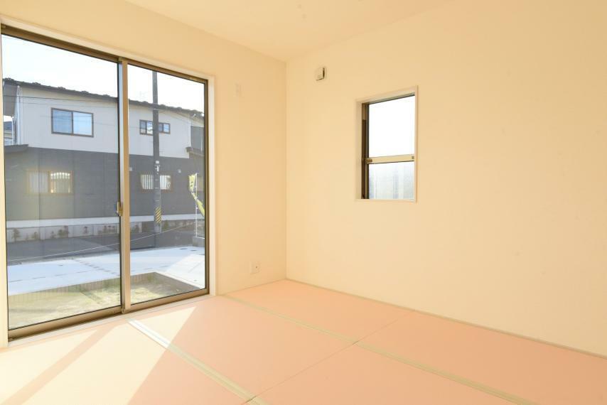 和室 2面採光で陽当たりも風通しも良好!