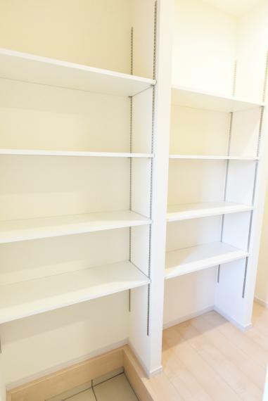 収納 シューズクロークは可動棚付きで使いやすく収納できます!