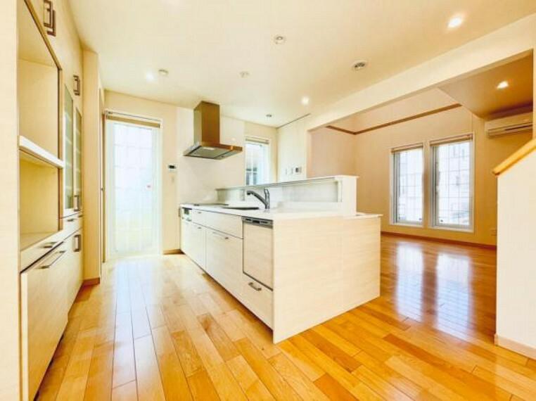 キッチン 【キッチン】IHクッキングヒーター・食器洗乾燥機を標準装備!使いやすくお手入れ簡単なキッチンです。
