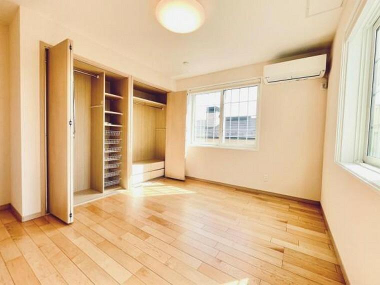 寝室 【洋室】洋室は2階に3部屋ございます。ご夫婦の寝室、子供部屋など様々な用途に合わせてお使いいただけます。