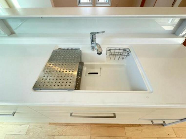 洗剤ポケット付きなので洗剤や石鹸、スポンジもすっきり収納できます。