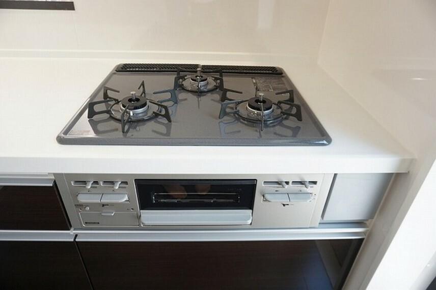 キッチン 「同仕様写真」3口コンロで忙しい朝も一気にお料理ができます^^とても効率的ですね^^