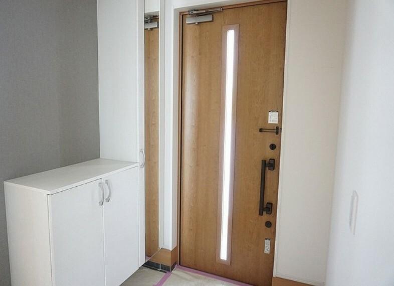 玄関 「同仕様写真」たくさんの靴が収納できるシューズボックスがついています^^整理整頓された玄関はすっきりした空間になりますね^^