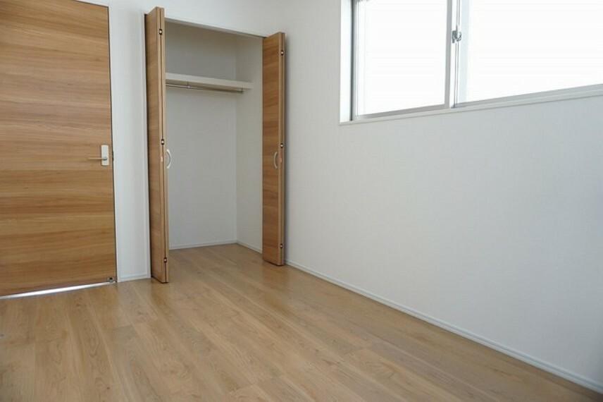 洋室 「同仕様写真」収納付きの洋室です^^すっきり整理整頓できるので荷物の多い方にも安心ですね^^