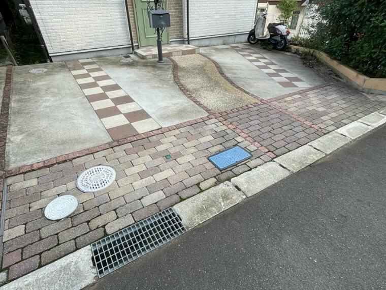 駐車場 駐車スペースもしっかり完備。