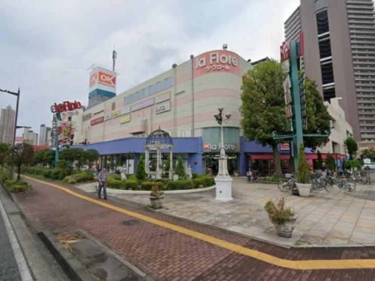 ショッピングセンター 【ショッピングセンター】la Flore(ラ・フロール)まで2242m