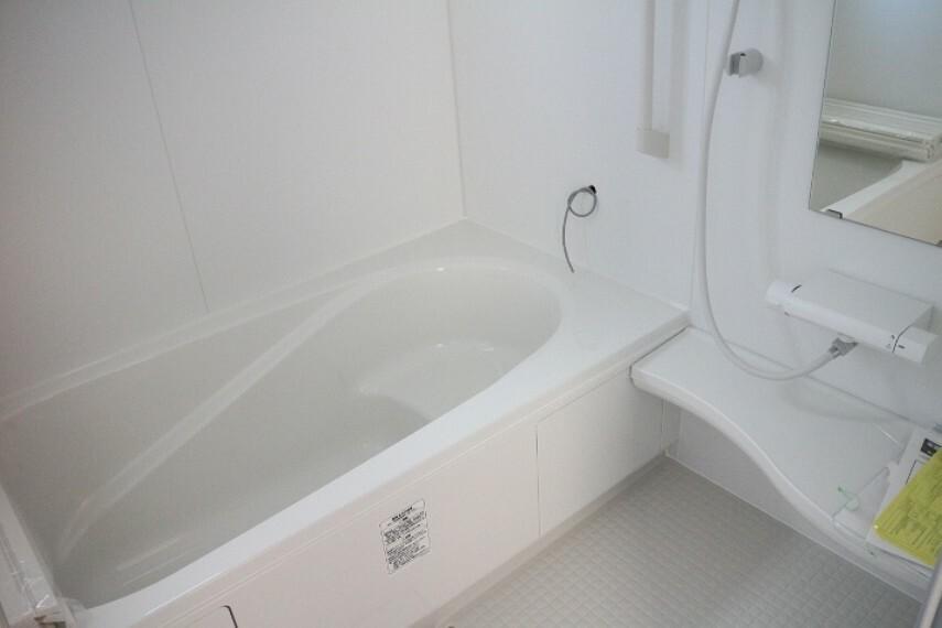 同仕様写真(内観) ●同施工会社施工例●雨の日のお洗濯に大活躍な浴室乾燥機付!広々浴室1坪タイプ!