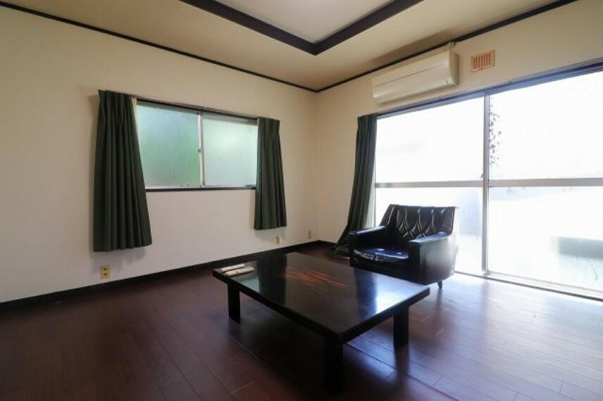 居間・リビング 余裕のある間取りの5DK・2階建て戸建です。