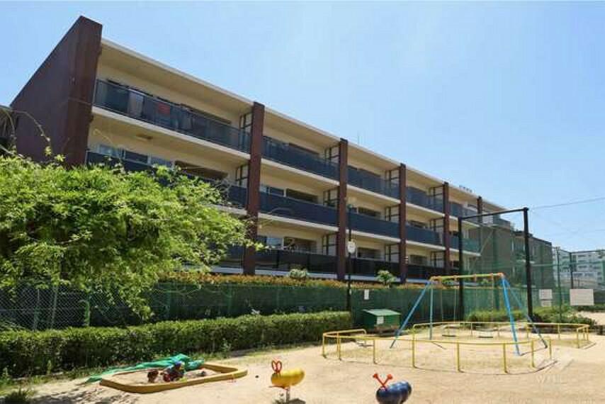 外観写真 「アルバックス覚王山ブランシェ」は、「覚王山」駅徒歩14分、振甫3丁目に位置する大規模マンション。2014年8月に長谷工コーポレーション旧分譲。
