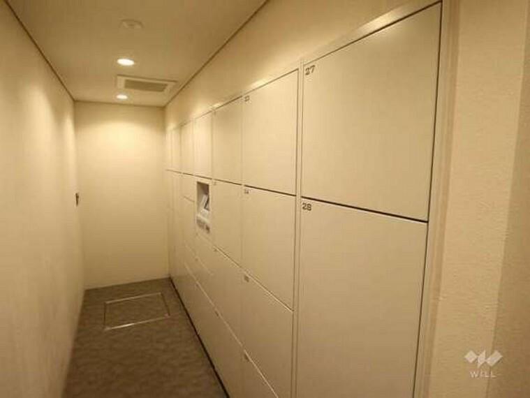 マンション共用部には宅配ボックスがあります。