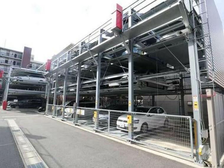 駐車場 敷地内駐車場は一住戸に一台分確保されています。