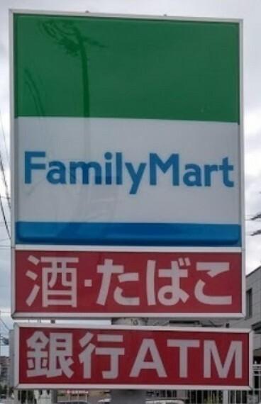 コンビニ ファミリーマート東海八幡新田店