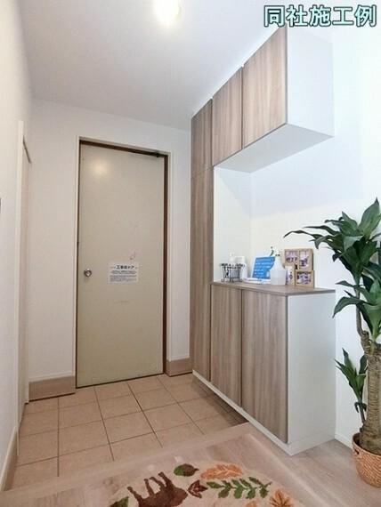 玄関 玄関にはスッキリ片付くシューズボックス!これなら玄関はスッキリ整頓できますね