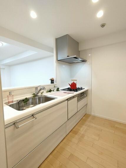 キッチン キッチンでお料理をしながらリビングが見渡せます。