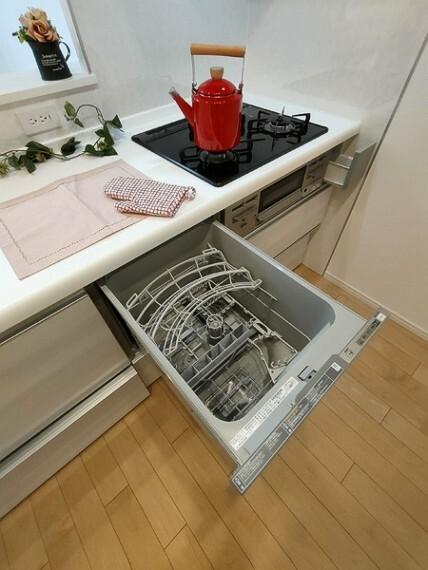 キッチン キッチンには嬉しい食洗器付き。 ママも食後の団らんに加われます。