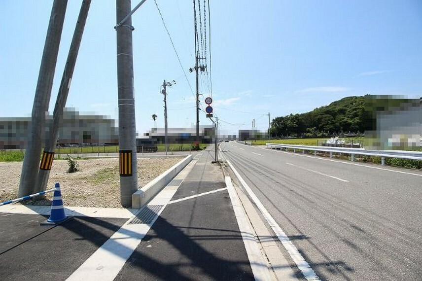 現況写真 分譲地前面道路→南