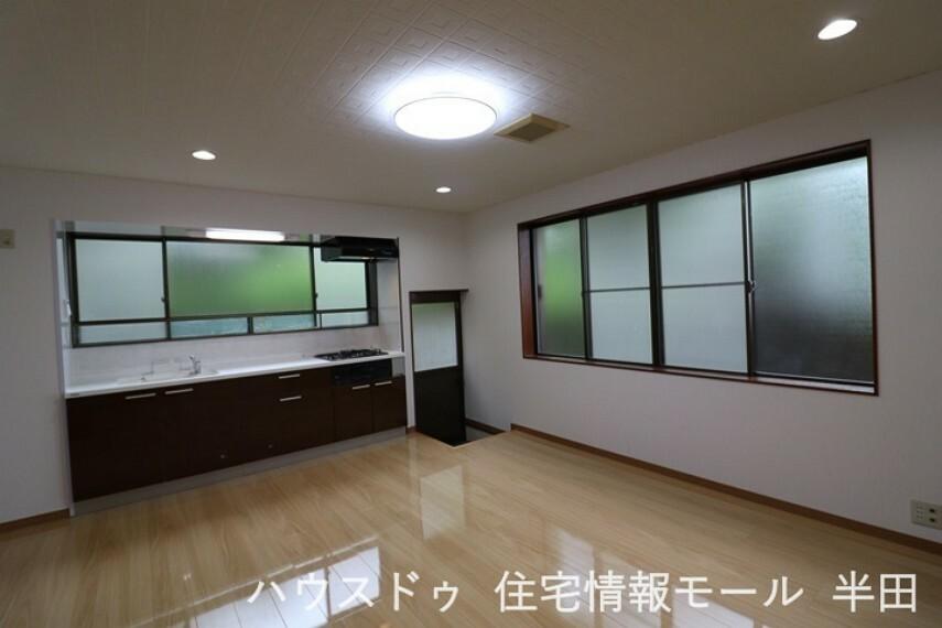 キッチン 下ごしらえや洗い物・調理といった作業をする際に効率的な動線を確保しやすい壁付キッチン