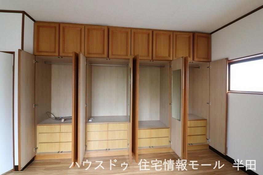 収納 寝室には、大容量のクローゼット!