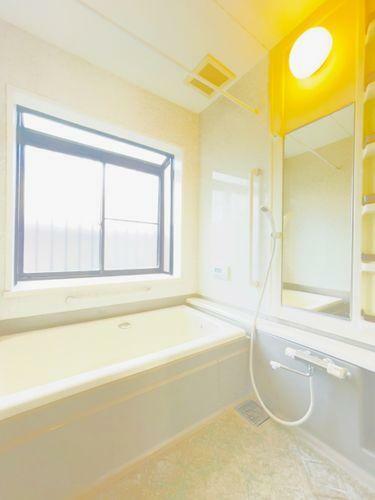 浴室 ゆっくりと1日の疲れを癒してくれるユニットバス