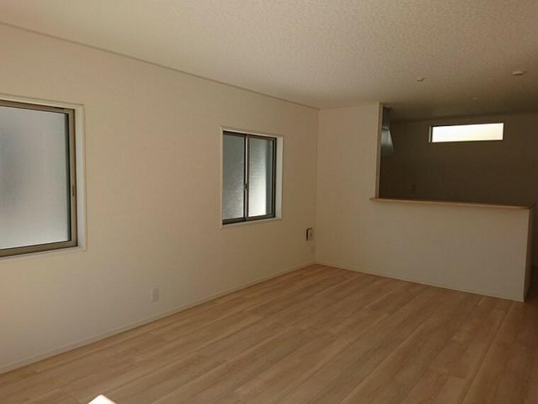 居間・リビング 明るく居心地の良いリビング空間は自然と家族が集まります。