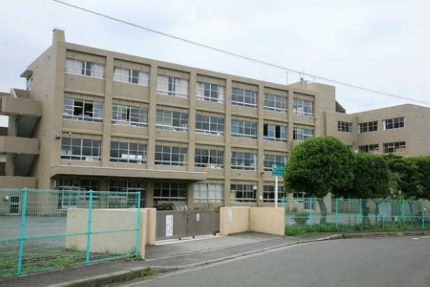中学校 【中学校】林中学校まで886m
