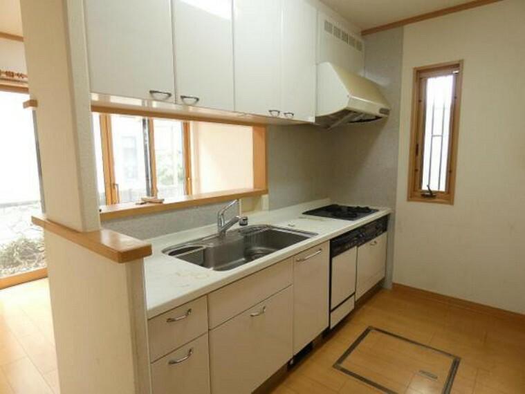 キッチン お料理しながら会話が楽しめる対面キッチンです。