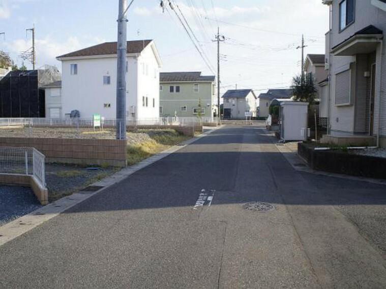 現況写真 北西側の前面道路です。